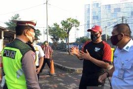 Tri Adhianto sidak Stasiun Bekasi pantau antrean penumpang KRL
