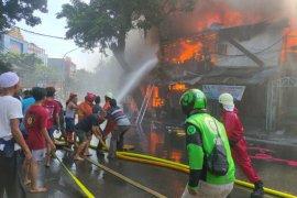 Kebakaran di kawasan Pondok Rumput diduga akibat kebocoran gas