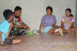Menghargai kearifan lokal Satgas TMMD ikut makan Sirih