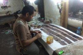 Perajin dompet di Kabupaten Lebak kewalahan layani permintaan pasar