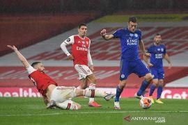Leicester imbangi 10 pemain Arsenal 1-1