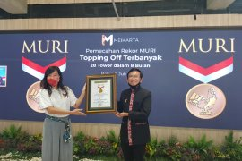 Meikarta terima penghargaan MURI atas keberhasilan lakukan topping off tower terbanyak (video)