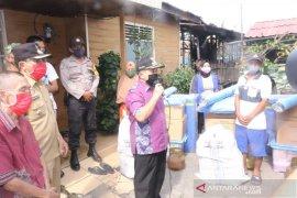 Wali kota berikan bantuan korban kebakaran
