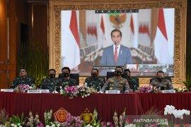 Jokowi lantik perwira TNI dan Polri di Istana Merdeka
