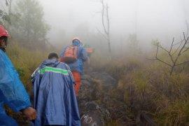 Basarnas cari dua pendaki Gunung Agung tersesat