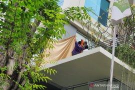 Seorang wanita meninggal dunia usai terjatuh dari lantai 13 Hotel All Seasons Thamrin