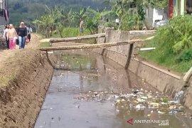 Pengunjung keluhkan air kotor di objek wisata Irigasi Talangseng Garut