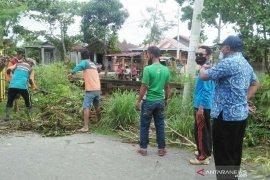 DLH Rokan Hilir bersihkan Sungai Pabrik antisipasi banjir