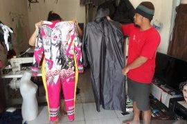 Warga Kediri buat APD fashionable