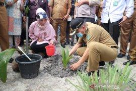Bupati Tanah Bumbu bina masyarakat manfaatkan tanah pekarangan
