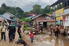 Jembatan di Desa Nekan Entikong putus akibat banjir bandang
