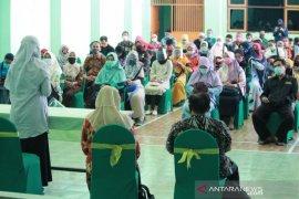 Ratusan guru SMP swasta di Surabaya jalani rapid test