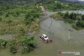 Banjir Jalan Trans Sulawesi putus di Konawe Utara Page 1 Small
