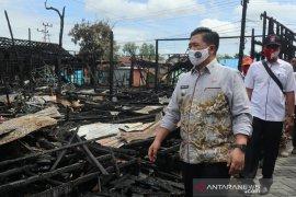 Wali kota Banjarmasin meninjau lokasi musibah kebakaran Alalak