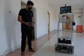 Universitas Udayana uji coba gunakan robot tangani pasien rumah sakit (video)