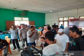 Perekaman e-KTP keliling di Batahan mendapat sambutan antusias dari warga