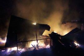 Rasa lapar selamatkan satu keluarga dari kobaran api