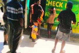 Pemeriksaan Kesehatan Penumpang Di Bandara Sentani Jayapura Page 1 Small