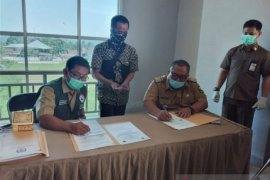 Ribuan anggota panitia ad hoc pilkada tes cepat di Sukabumi