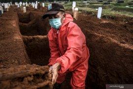 Insentif  tak kunjung cair, penggali makam jenazah COVID-19 mulai tak bersemangat