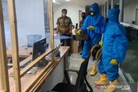 """Imigrasi Tanjung Perak """"fogging"""" seluruh ruang pelayanan"""