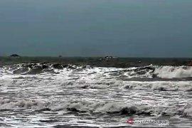 Nelayan agar waspadai gelombang tinggi di laut selatan Jabar-DIY