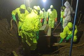 Relawan pemakaman jenazah COVID-19 di Kudus dapat insentif