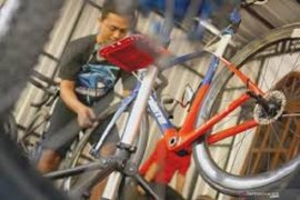 Demam  bersepeda, penjualan ban sepedapun meningkat signifikan