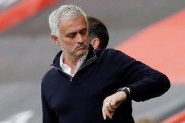 Liga Inggris: Mourinho janjikan trofi untuk Tottenham sebelum kontraknya abis