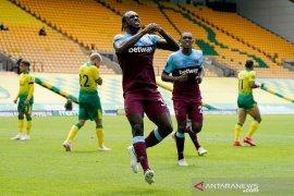 Sumringahnya Penyerang West Ham United  Michail Antonio raih caturgol pertama kariernya