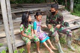 Melihat Anggota TMMD, bocah 6 tahun ingin iadi TNI