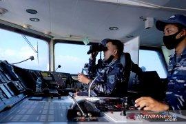 Kapal perang TNI AL dan AU kerja sama taktis di perbatasan