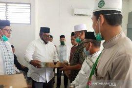 Pemkab Aceh Utara serahkan 100 lunit laptop dan infokus untuk dayah