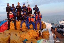 Tim gabungan amankan 500 balpress pakaian bekas di perairan Asahan
