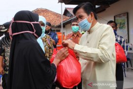 Pemkab Bangka Tengah salurkan bantuan sosial untuk janda terdampak COVID-19