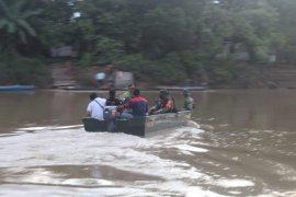 Warga sambut baik bantuan sampan dari TNI