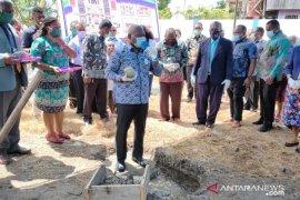 Gubernur Dominggus awali pembangunan Gereja Pentakosta di Mansel