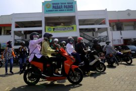 Surabaya mayor leads wear a face mask campaign  to contain COVID-19