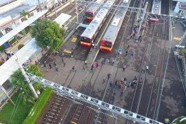 109.804 penumpang padati KRL bodebek Senin pagi