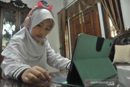 Pembelajaran Jarak-Jauh di hari pertama tahun ajaran baru di Palembang Page 1 Small