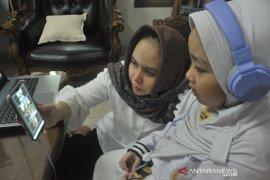 Pembelajaran Jarak-Jauh di hari pertama tahun ajaran baru di Palembang Page 2 Small