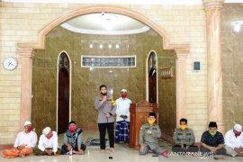 Hadapi normal baru, GTPP COVID-19 Tapsel serahkan bantuan ke Masjid Babur Rahmat