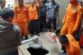 Anak umur 16 bulan meninggal  terjatuh dalam sumur