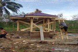 Bumdes Mandiri Angkola Sangkunur berhasil bangun mushola dimasa COVID-19
