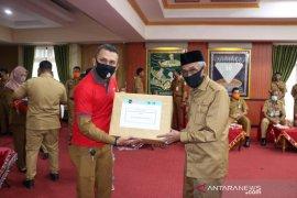 FAJI Kalsel dan GRNI distribusikan APD ke Pemkab Banjar