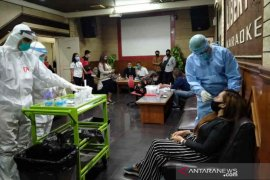 140 pekerja tempat hiburan malam di Cirebon dites usap
