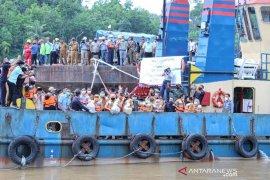 LPPPI dan WKS tebar puluhan ribu benih ikan di Sungai Pengabuan Tanjabbar