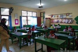 Siswa di Belitung kembali masuk sekolah dengan protokol kesehatan