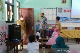 Wali Kota Probolinggo evaluasi pembelajaran daring saat sidak tahun ajaran baru di sekolah