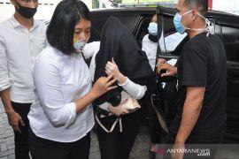 Tak hanya prostitusi online, Hana Hanifa juga terlibat pemalsuan surat